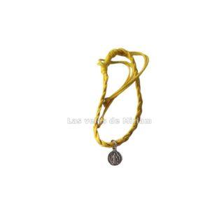 Pulsera hilo amarillo con medalla San Benito